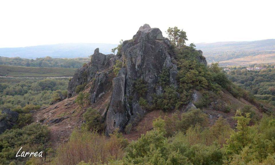 Outeiro da Almena, sobre el que se situaba el castillo de A Picoña, tras las labores de roza y limpieza