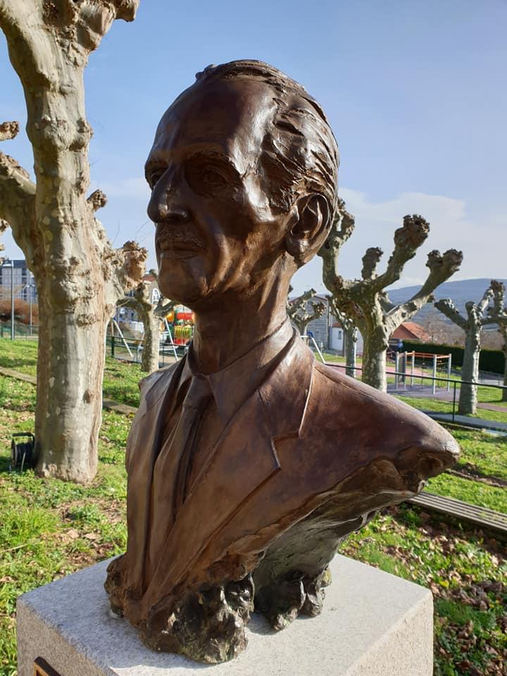 Busto de Pepe Velo no Parque das Triguerizas de Celanova/ Mercedes Vázquez Saavedra