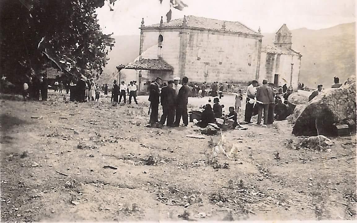 Foto antigua de la ermita de Nosa Señora do Xurés / Xosé Lamela Bautista
