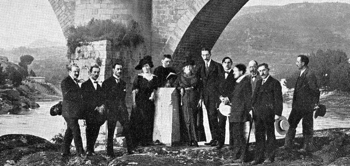 Detalle de los asistentes a la inauguración del monumento (1913)