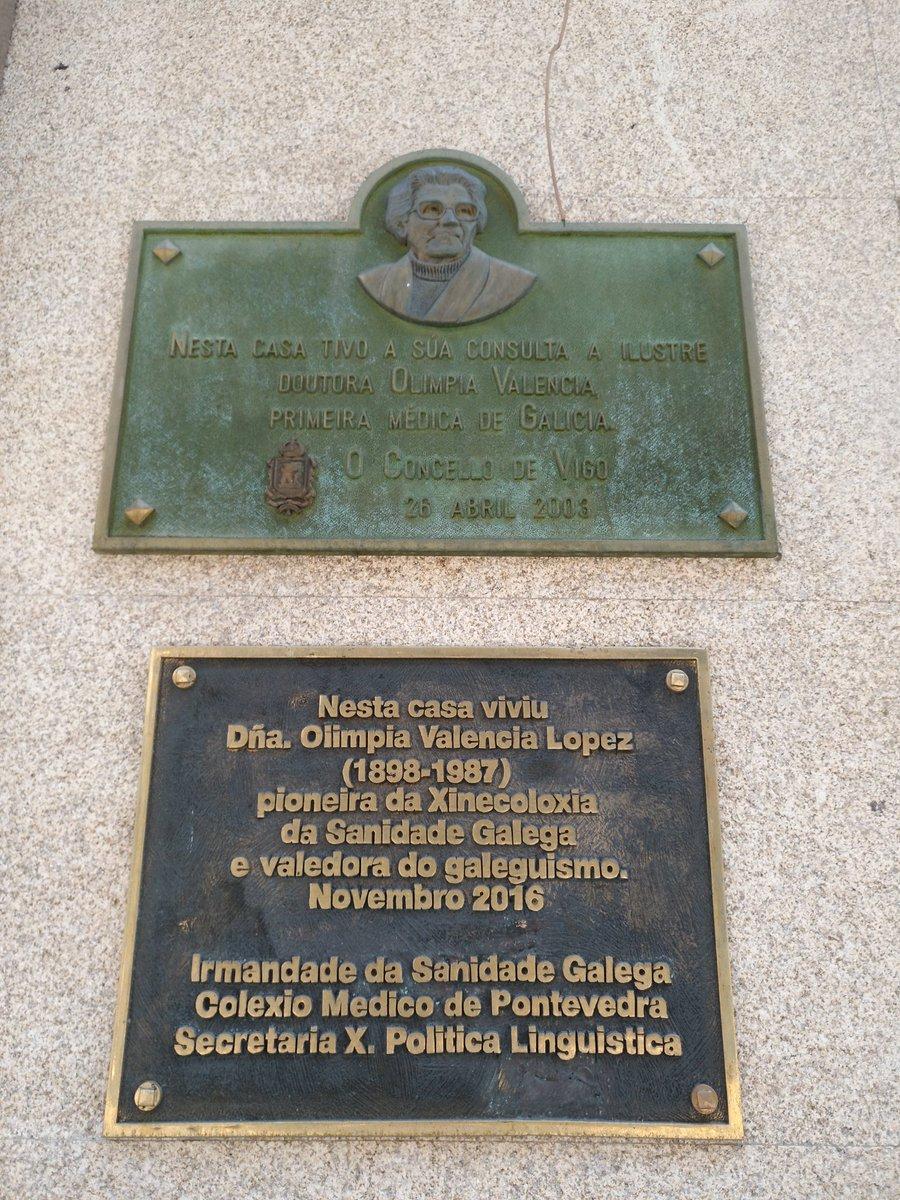 Placas conmemoriativas en el edificio de la clínica de Olimpia Valencia/ Diego Gómez