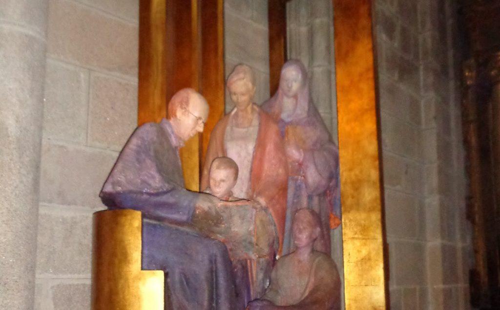 Escultura de san Faustino Míguez en la Catedral de Ourense
