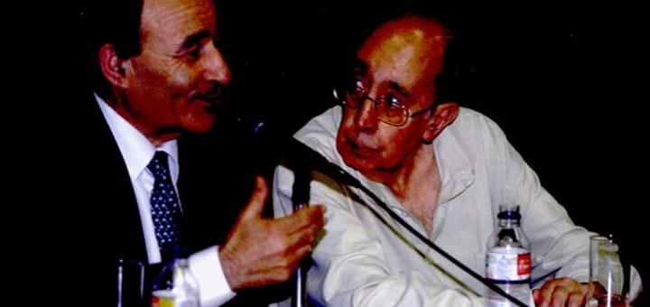 Antón Tovar (á dereita) e Carlos Casares no Liceo de Ourense
