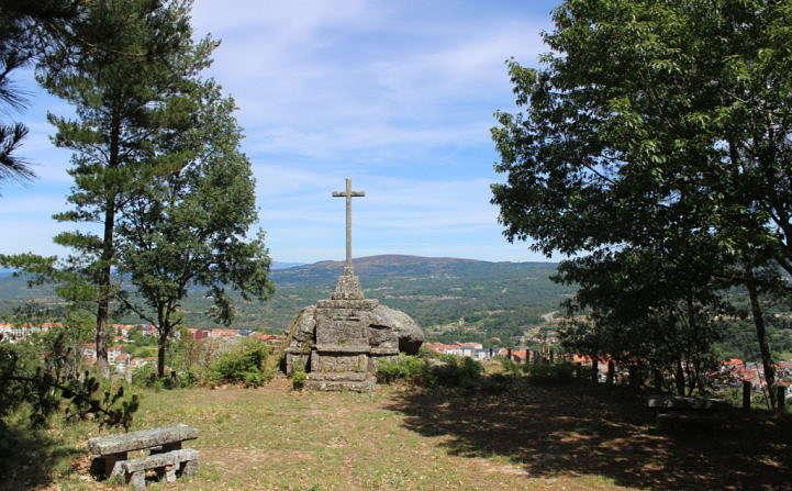 Monumento falanxista no monte da Obra (Celanova)